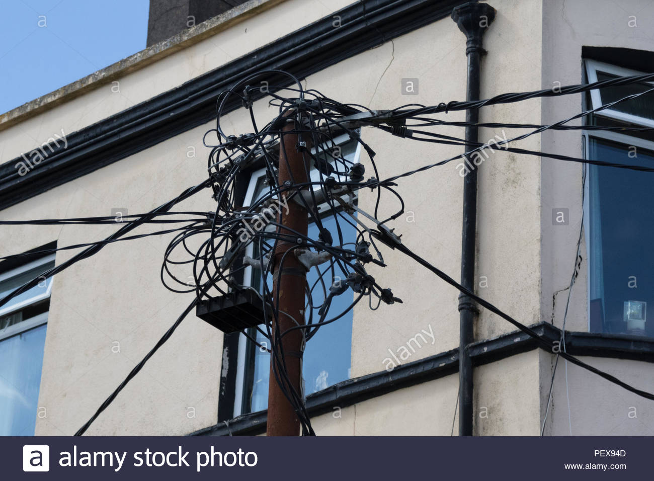 A mass of fibre-optic cable connections at the top of a pole, delivering high speed overhead broadband to properties in Cobh - Stock Image