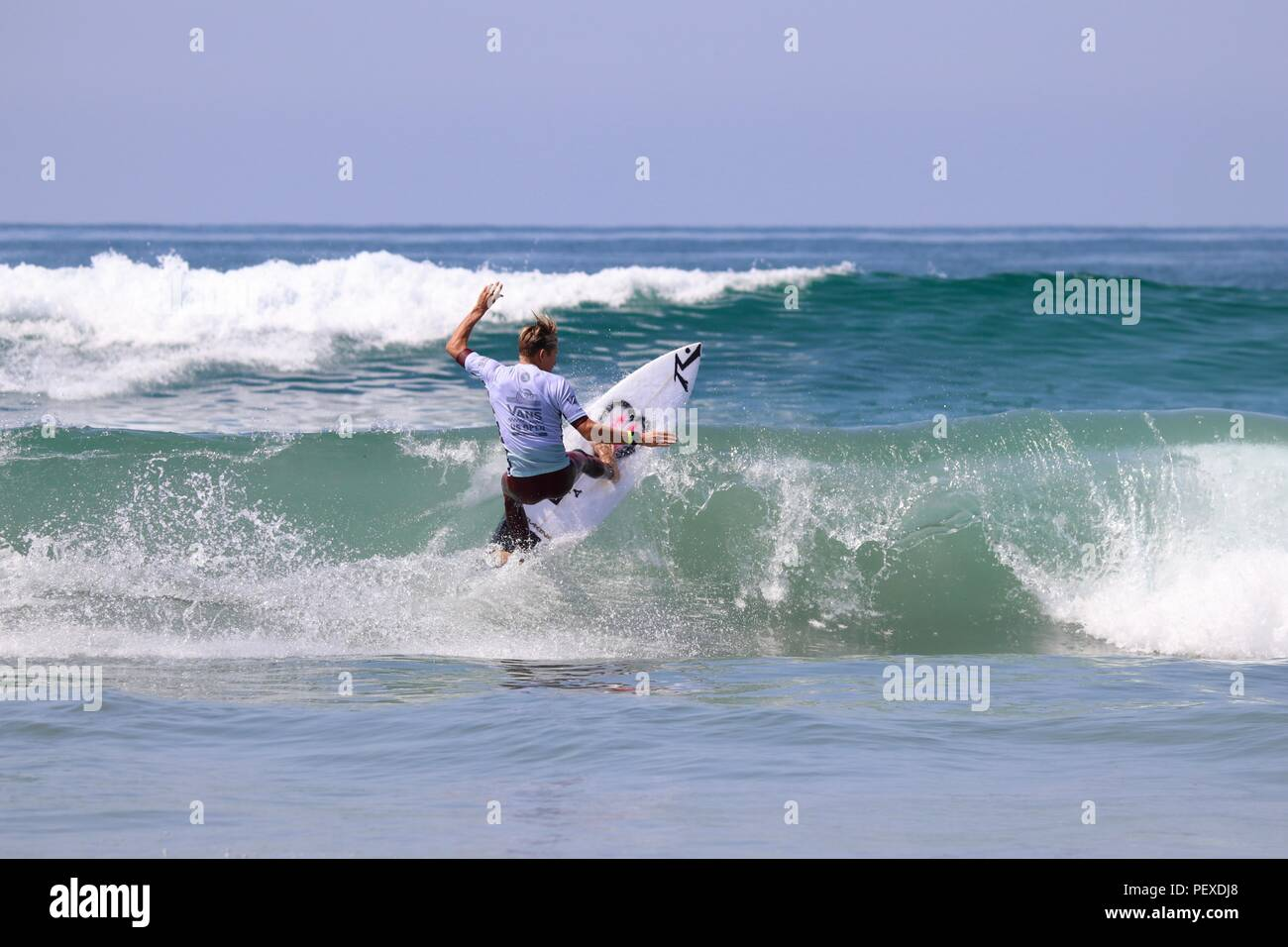 Kevin Schulz competing in the US Open of Surfing 2018 - Stock Image