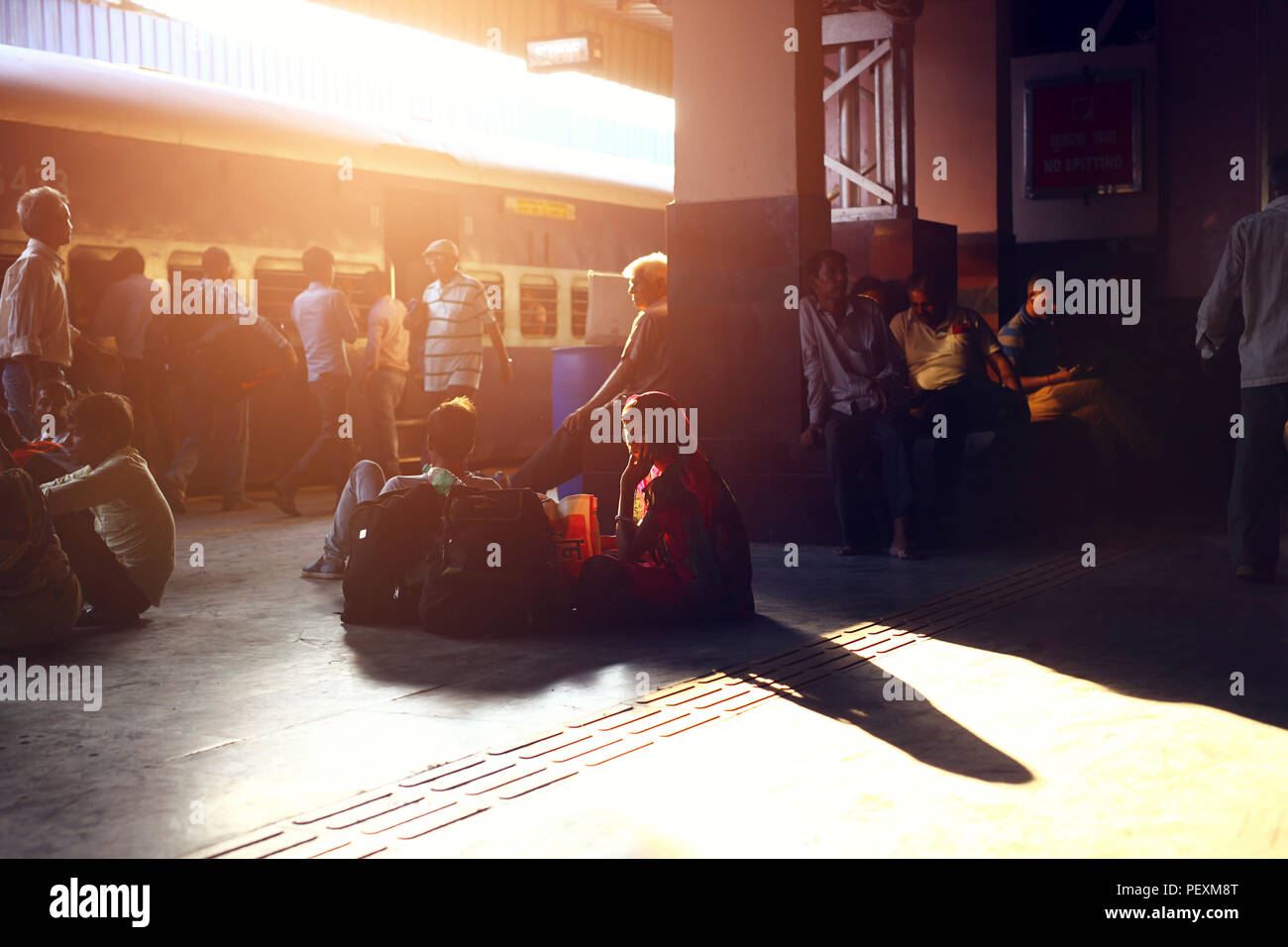 People waiting for train at station, Jaipur, Rajasthan, India - Stock Image