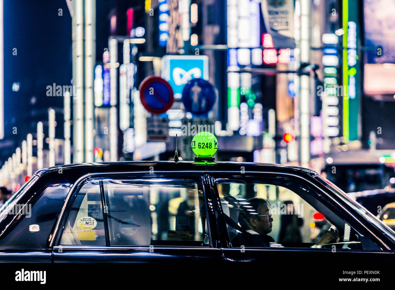 Taxi on street in Ginza district, Tokyo, Japan - Stock Image