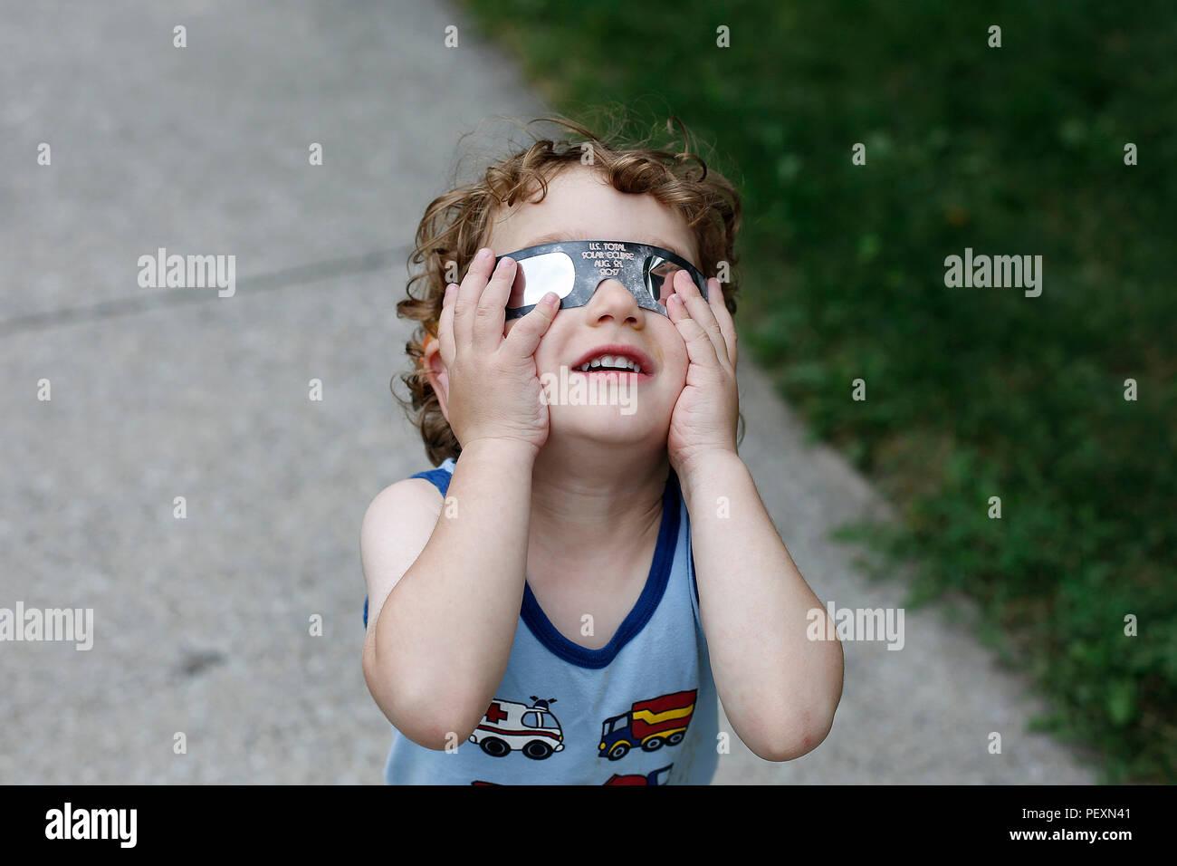 Boy watching solar eclipse - Stock Image
