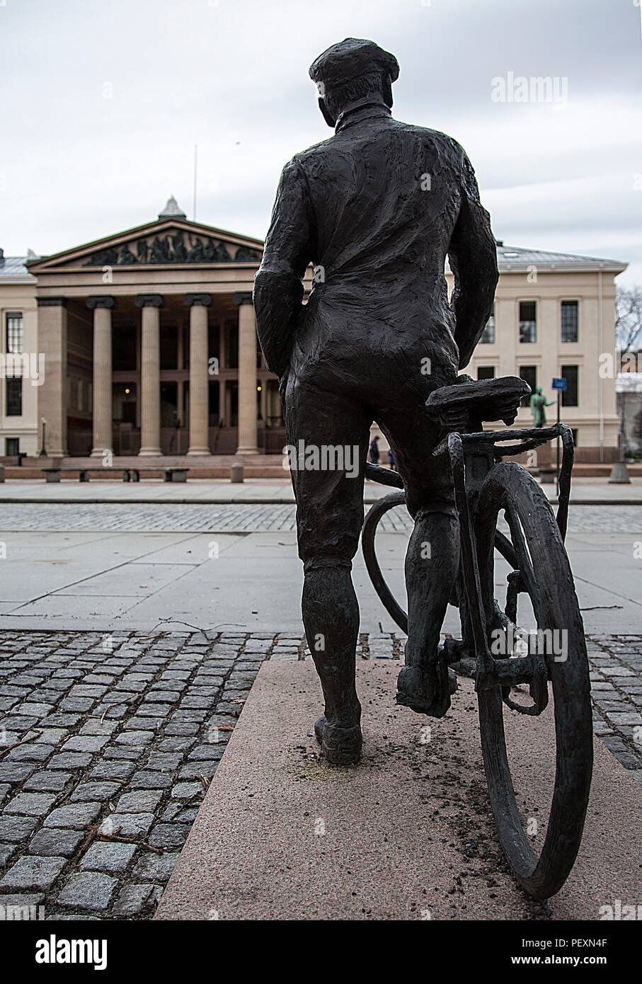 Statue of wartime resistance hero Gunnar Sonsteby located in Karl Johans Gate, Oslo, Norway - Stock Image