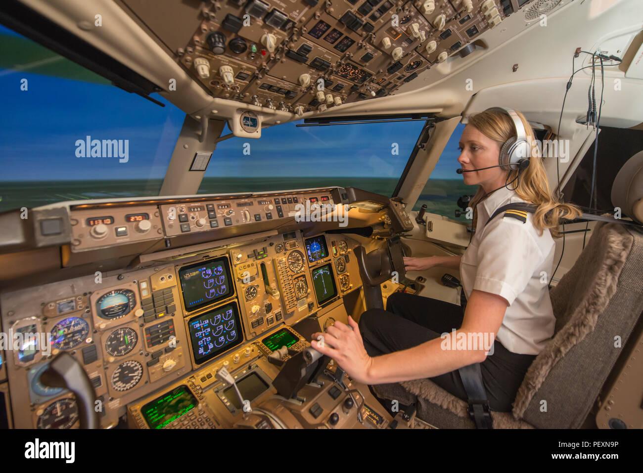 Female pilot in flight simulator during training - Stock Image