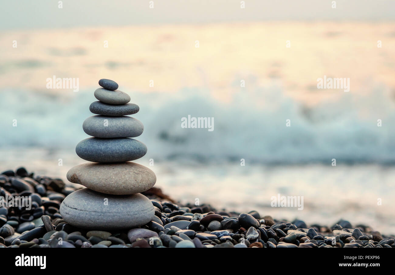 made of stone tower on the beach and blur background - Stock Image