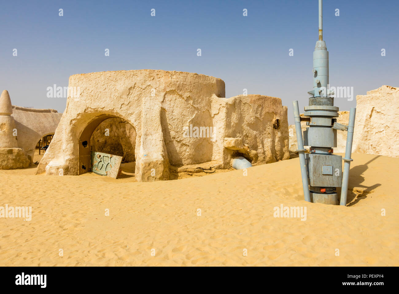 Old Star Wars set building in the Sahara desert near Naftah, Tunisia - Stock Image