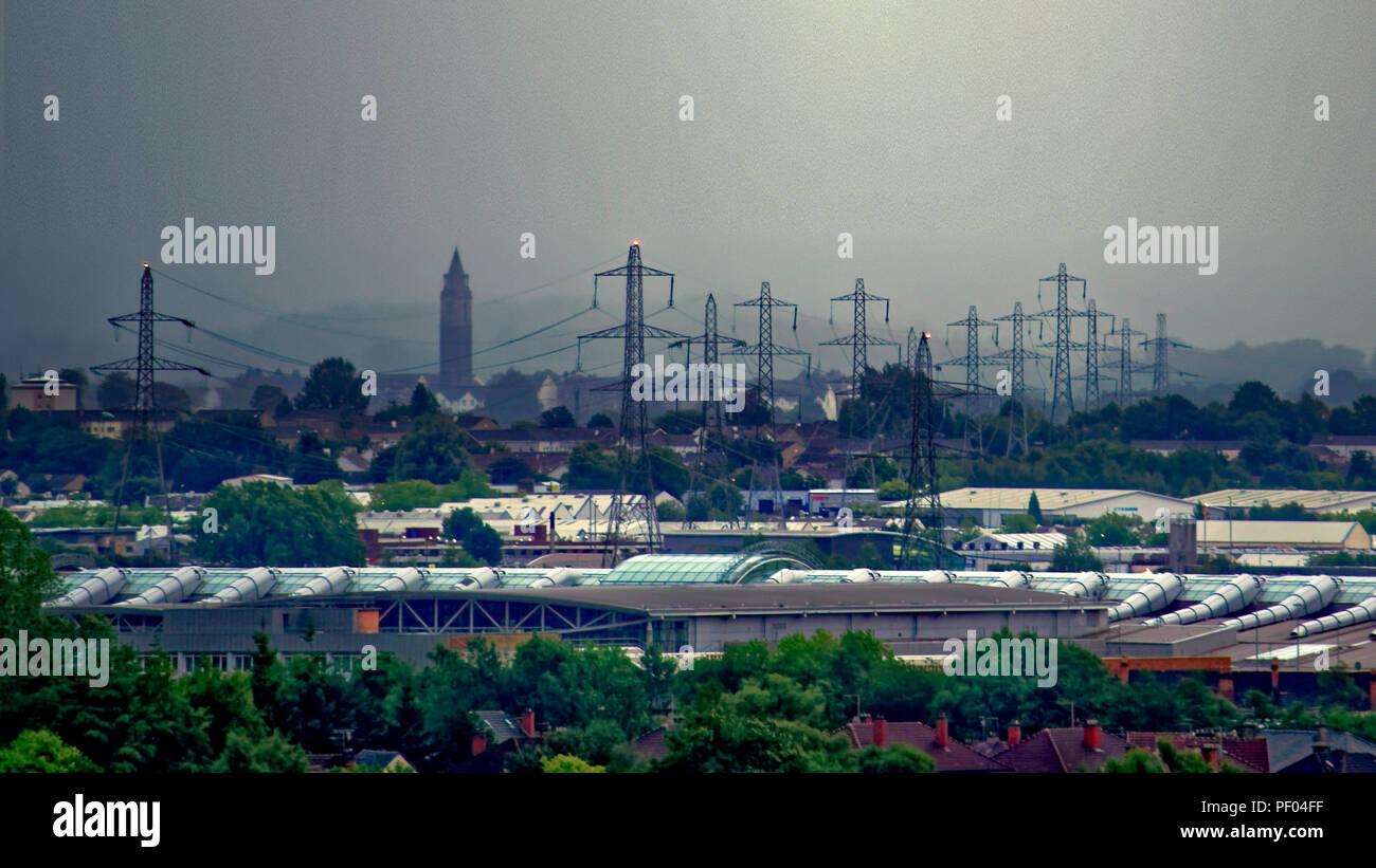 Glasgow, Scotland, UK. 18th August, 2018. UK Weather:Black and gray sky as storm Ernesto is due over the town as overnight rain is forcasted through the day.No sky colour with  any sense of perspective comes from the city's buildings as the sun fails to appear overhead. The electrical pylons of Braehead towering with the now defunct water tower of the old levendale hospital to the modern Intu shopping centre on the banks of the clyde river near renfrew; Gerard Ferry/Alamy news Credit: gerard ferry/Alamy Live News Stock Photo