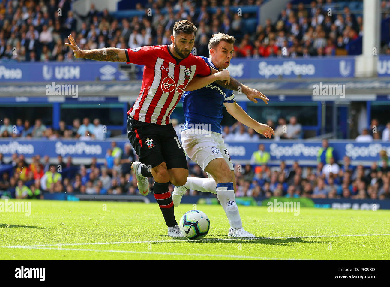 Liverpool Uk 18th August 2018 Charlie Austin Of Southampton L Battles With Seamus Coleman Of Everton