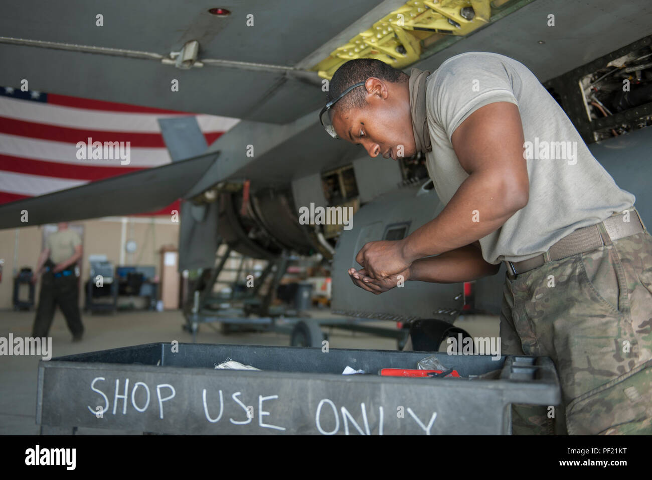 0374301b05099 455th Expeditionary Aircraft Maintenance Squadron Crew Chief Stock ...