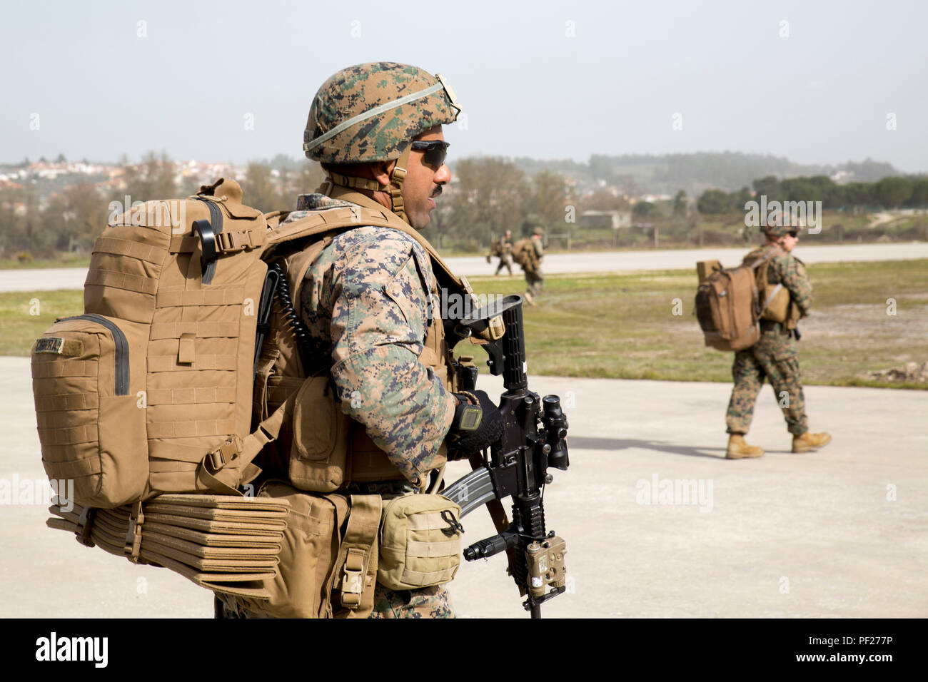 U.S. Marines with Special-Purpose Marine Air-Ground Task Force Crisis Response- Africa conduct airfield seizure operations alongside the Portuguese Marines as part of Operation Real Thaw in Seia, Portugal, Feb. 22, 2016. Marines with SPMAGTF-CR-AF are continuously conducting bilateral training with partner nations to sustain and improve core mission essential tasks and build interoperability to prepare for real world operations on the African continent. (U.S. Marine Corps photo by Sgt. Tia Nagle) - Stock Image