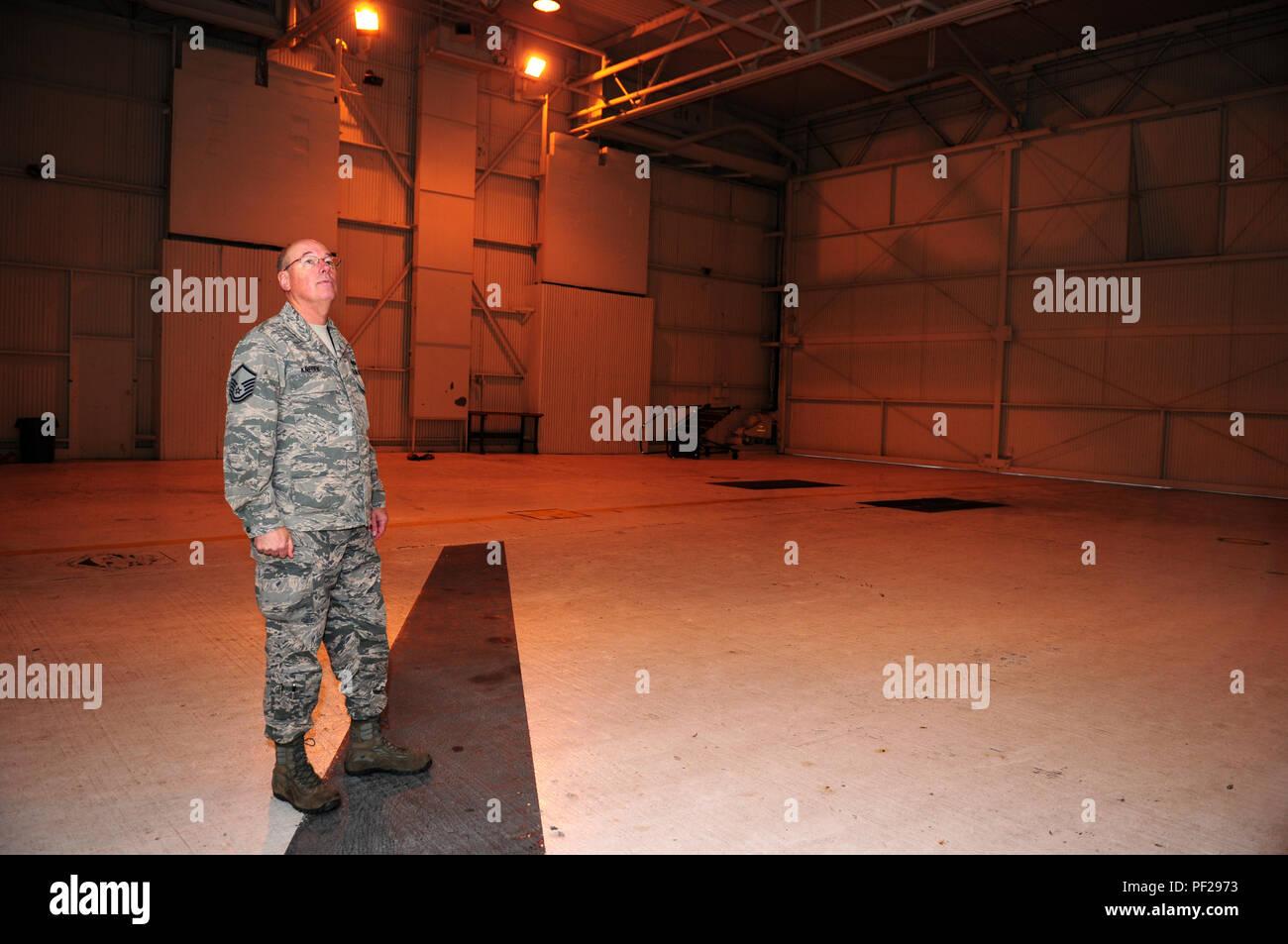 Empty Hangar Stock Photos & Empty Hangar Stock Images - Alamy