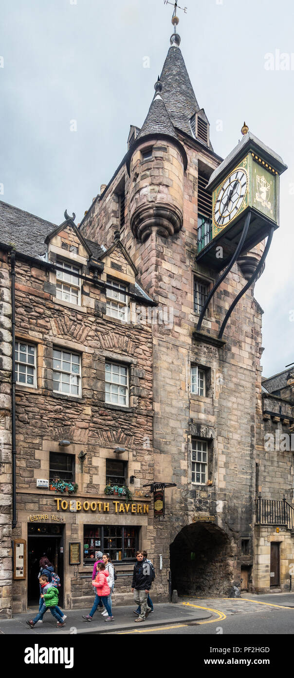 The historic Canongate Tolbooth tower, which has been an Edinburgh landmark since 1591. The clock dates from 1884 and the Tolbooth Tavern from 1820. Stock Photo