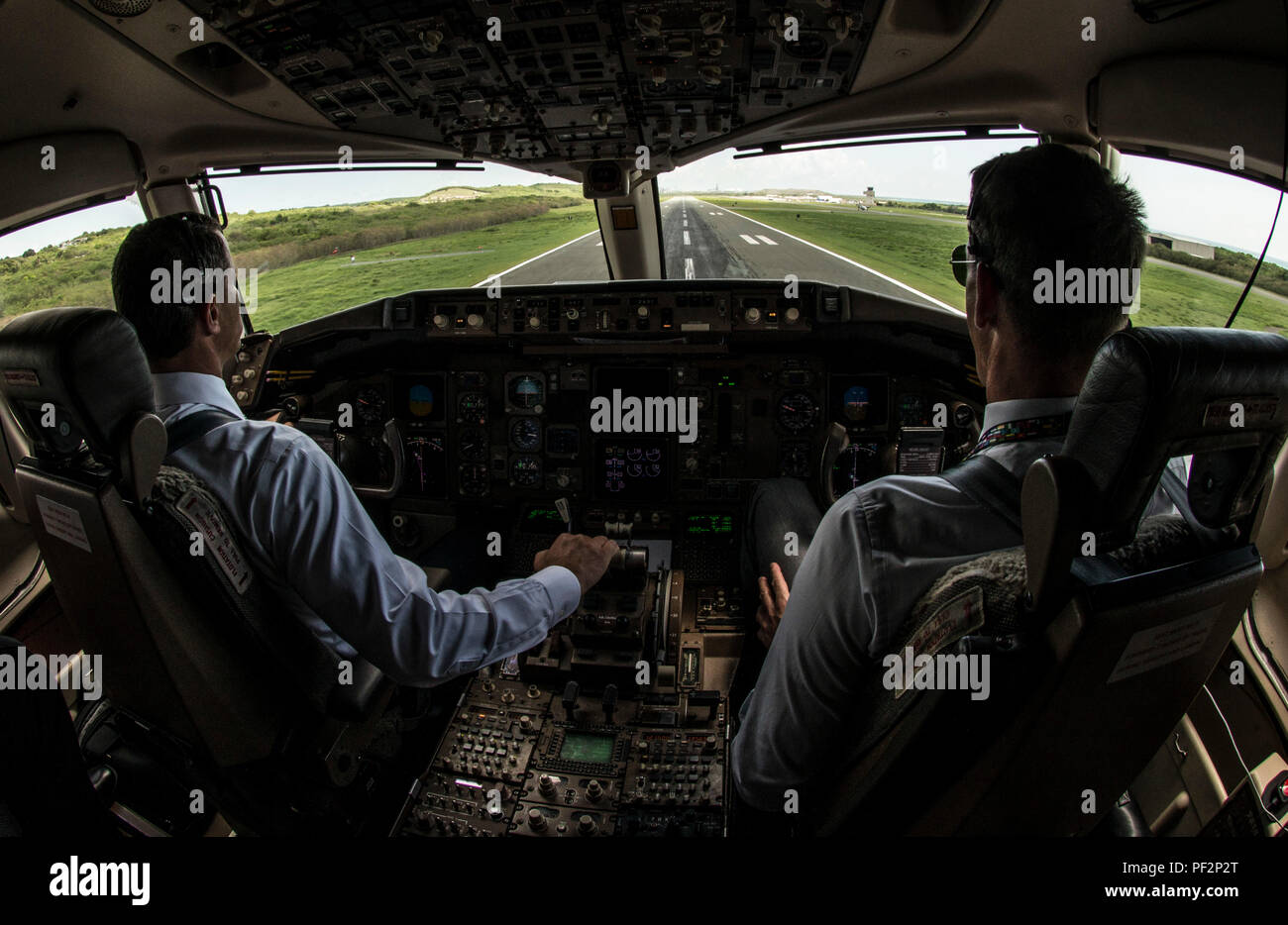 Lt. Col. Jeffrey Smitley and Lt. Col. Mark Scheer, 1st Airlift Squadron pilots, land a C-32A at Henry E. Rohlsen Airport, St. Croix, Virgin Islands, Sept. 21, 2015. The 1st AS crew flew an off-station trainer there and to other locations to familiarize new pilots, communication systems operators, flight attendants and flying crew chiefs. (U.S. Air Force photo by Senior Master Sgt. Kevin Wallace/RELEASED) - Stock Image
