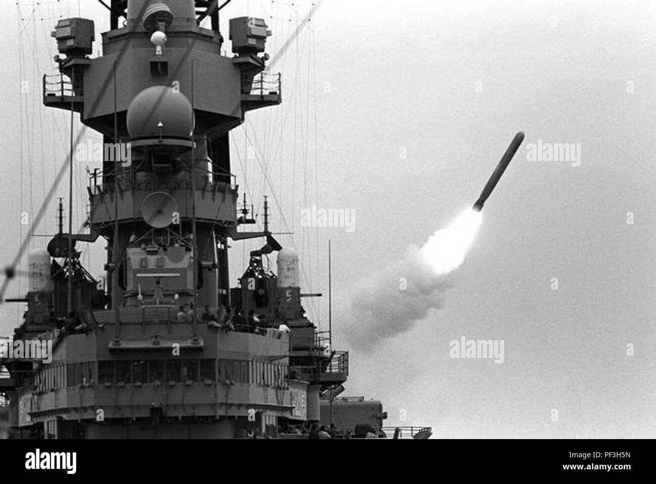 USS Missouri launches a Tomahawk missile during Operation Desert Storm. - Stock Image