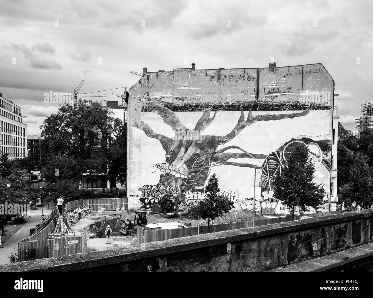 Berlin, Germany, 1st September 2017, Large Mural, viewed from Tiergarten Station, © Peter SPURRIER. Stock Photo