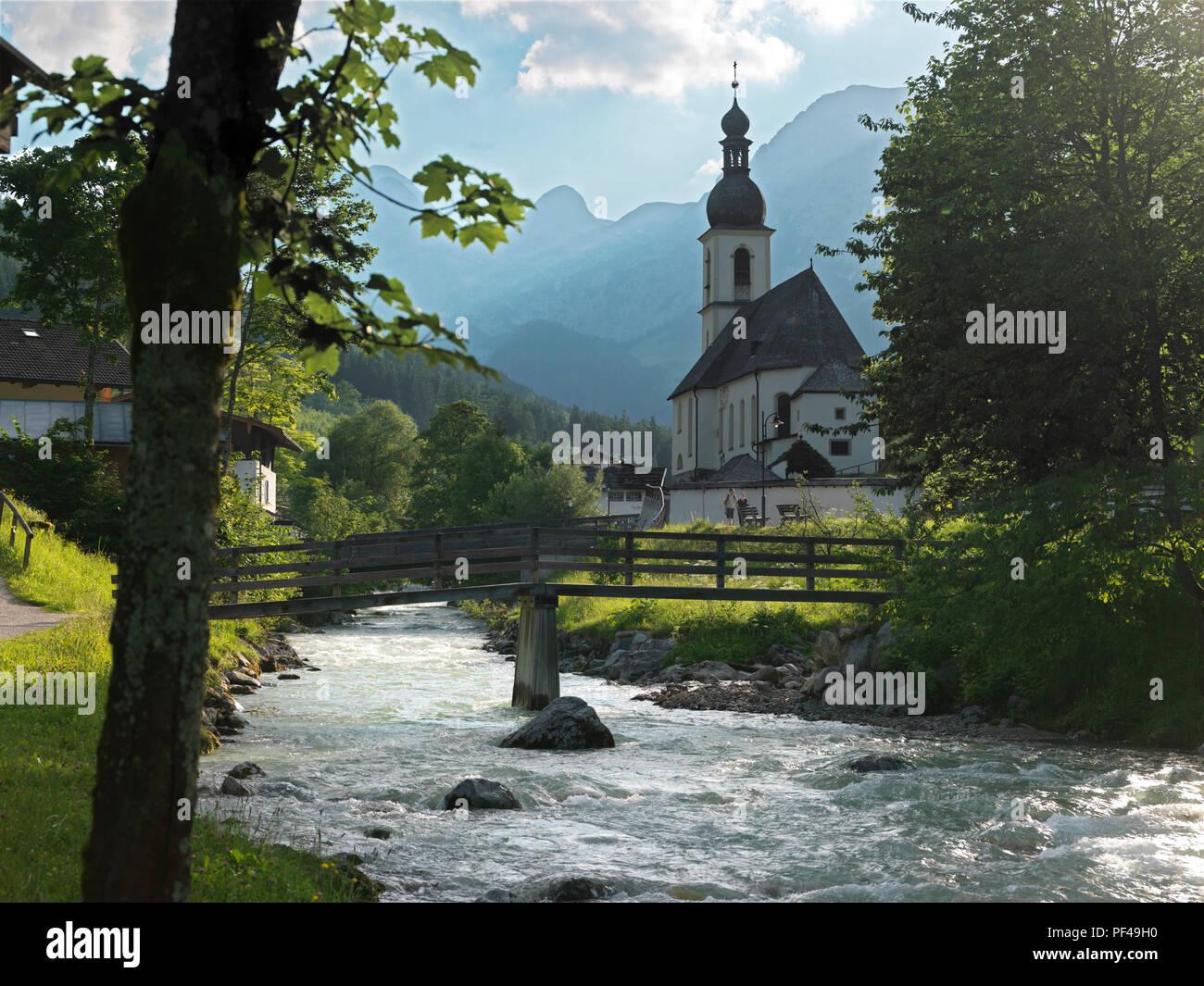 Pfarrkirche St. Sebastian, Ramsauer Ache, HG Reiteralpe, Ramsau, Berchtesgadener Land, Oberbayern, Bayern, Deutsland | Bavaria, Germany Stock Photo