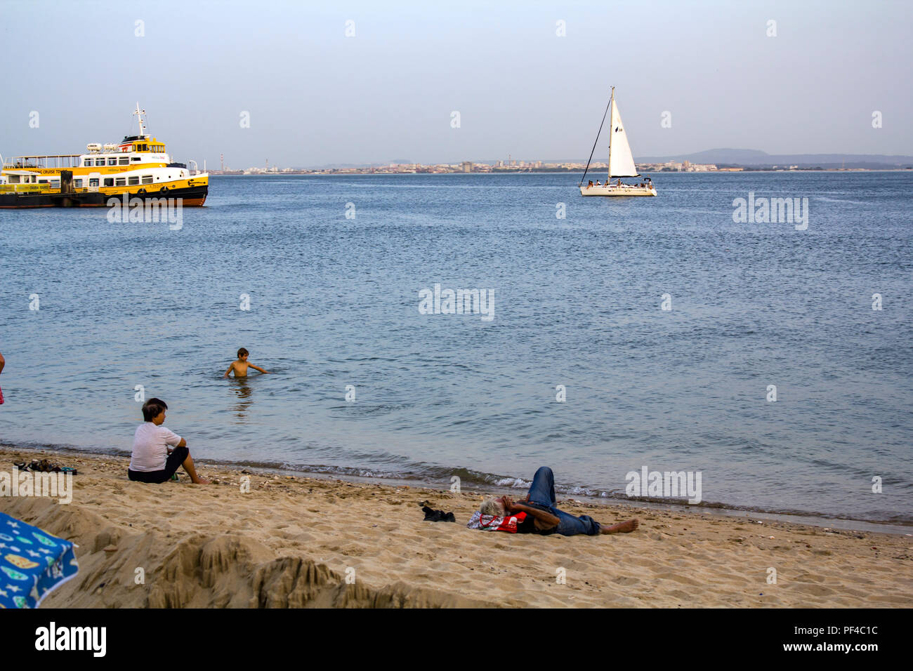 People are cooling at tagus river on one of the hottest summer days in Portugal - Stock Image