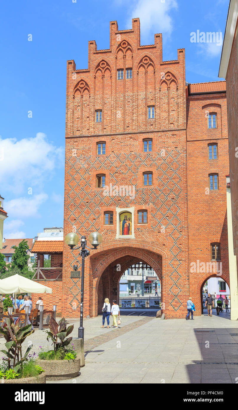 OLSZTYN, POLAND: Upper Gate in old town, called High Gate (polish: Brama Wysoka) - city gate existing since the 14th century - Stock Image