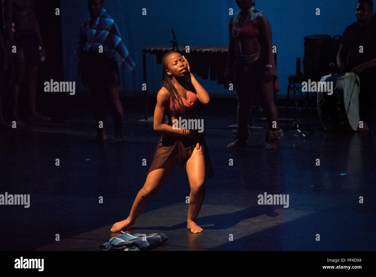 """The Mophato Dance Theater from Botswana performed """"Borwa: People of the South"""" at the Battery Dance Festival in Manhattan. - Stock Image"""