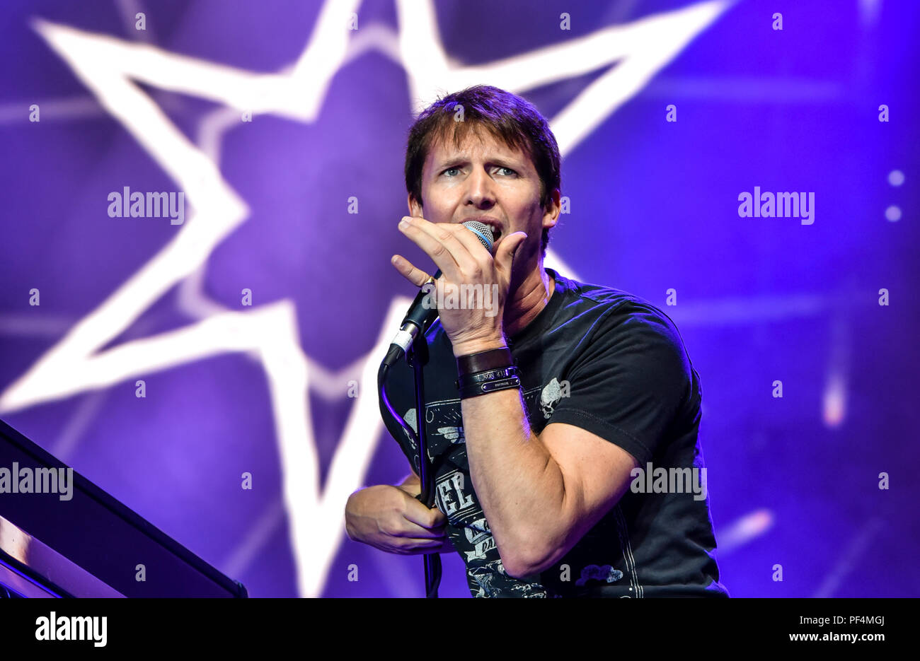 Germany, Coburg, HUK Coburg Open Air - 18 Aug 2018 - Concert, James Blunt - Bild: James Blunt playing his set at the HUK Coburg Open Air 2018.  Alamy Live News Entertainment / Credit: Ryan Evans Credit: Ryan Evans/Alamy Live News - Stock Image