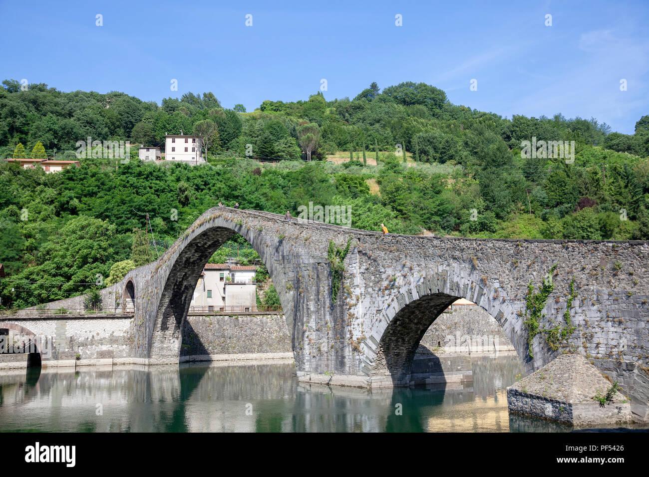 The odd five-arched bridge of Borgo a Mozzano (Tuscany - Italy) built on the Serchio river. - Stock Image