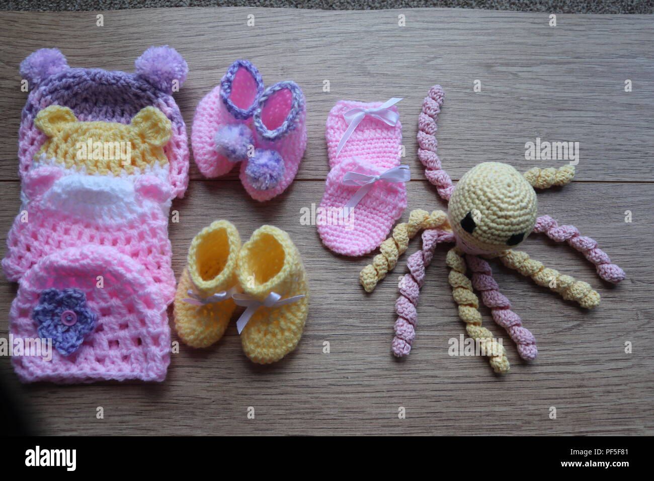 Premature baby items for comfort and warmth,octopus with feel of unbiblical cord,hat booties and mittens - Stock Image