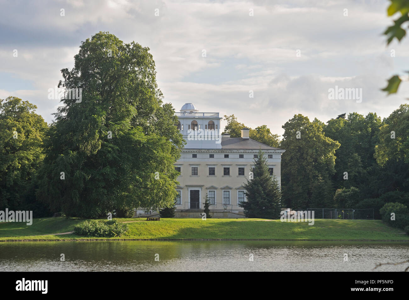 Dessau-Wörlitz Garden Realm, historic parks, view from Lake Woerlitz to Woerlitz palace, Wörlitz, district Wittenberg, Saxony-Anhalt, Germany, Europe - Stock Image