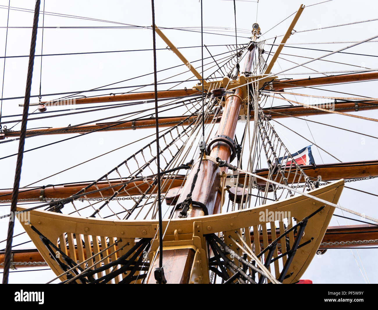 Mast, rigging and platform on RRS Discovery, Captain Scott's Antarctic ship, Discovery Point, Dundee, Scotland, UK Stock Photo