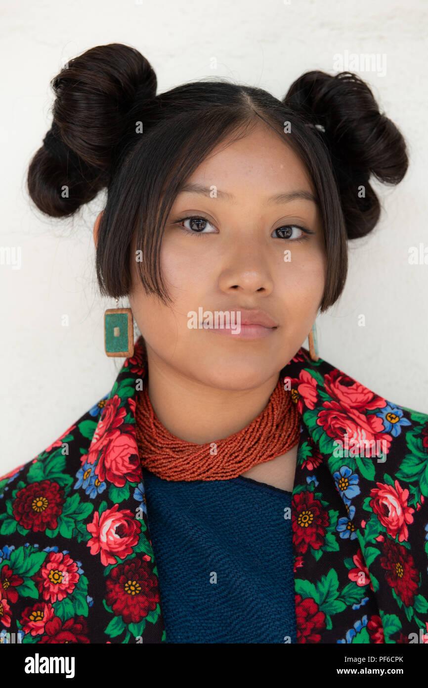 Young Hopi maiden at Santa Fe Indian Market - Stock Image