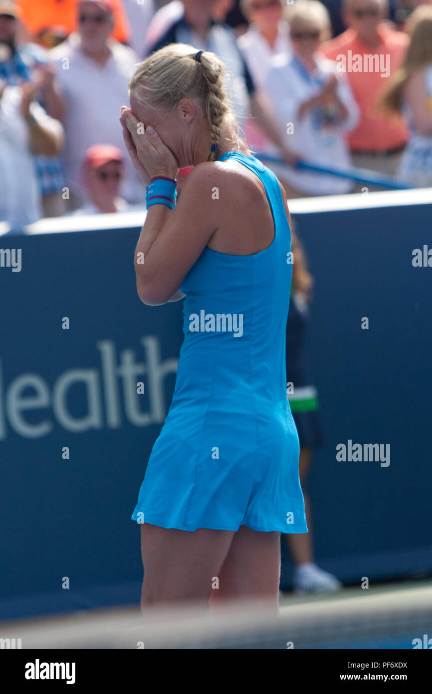 Cincinnati, OH, USA. 19th Aug, 2018. Western and Southern Open Tennis, Cincinnati, OH - August 19, 2018 - Kiki Bertens in action against Simona Halep in the finals of the Western and Southern Tennis tournament held in Cincinnati. Bertens won 2-6 7-6 6-2. - Photo by Wally Nell/ZUMA Press Credit: Wally Nell/ZUMA Wire/Alamy Live News - Stock Image