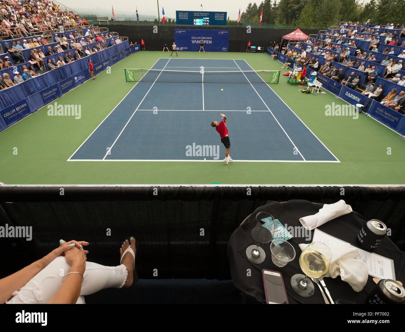 West Vancouver, Canada. 19 August 2018. Daniel Evans of Great Britain (bottom) and Jason Kubler (top) compete in ATP Challenger Tour Mens single final at Centre Court. Odlum Brown VanOpen Hollyburn Country Club.  © Gerry Rousseau/Alamy Live News - Stock Image