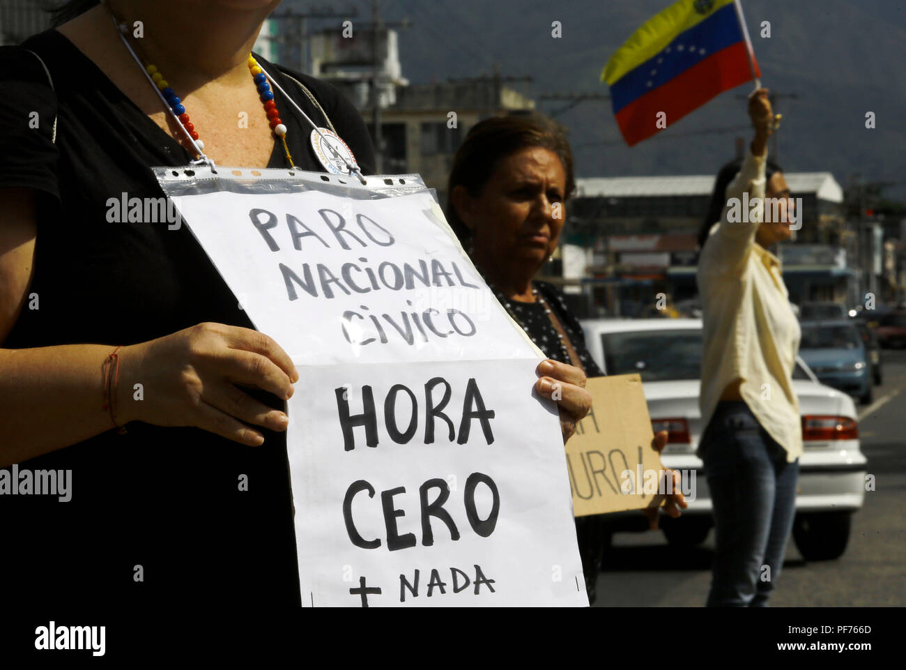 Valencia, Carabobo, Venezuela. 20th Aug, 2018. August 20, 2018. citizens protest against ''el paquetazo'', as it is called to the recent economic measures taken by Venezuelan President Nicolas Maduro. The poster says: National Civic Stop, zero hour. In Valencia, Carabobo state. Photo: Juan Carlos Hernandez Credit: Juan Carlos Hernandez/ZUMA Wire/Alamy Live News - Stock Image