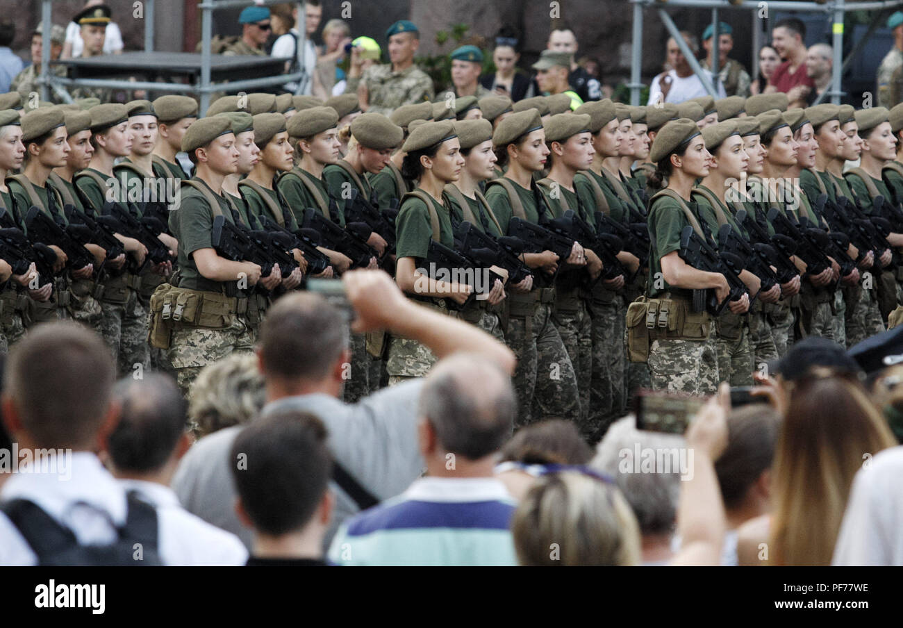 Kiev, Ukraine. 20th Aug, 2018. Ukrainian servicewomen take part at a rehearsal of the military parade to Independence Day, in center of Kiev, Ukraine, on 20 August 2018. Ukraine will celebrate 27th anniversary of Independence on 24 August. Credit: Serg Glovny/ZUMA Wire/Alamy Live News - Stock Image