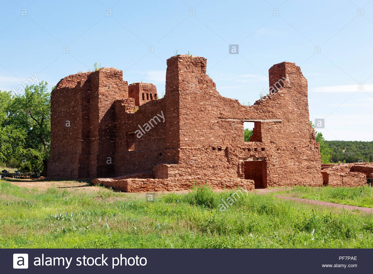 nuestra-senora-de-la-purisima-concepcion-de-quarai-also-cuarac-quarai-ruins-salinas-pueblo-missions-national-monument-church-in-new-mexico-usa-PF7PAE.jpg