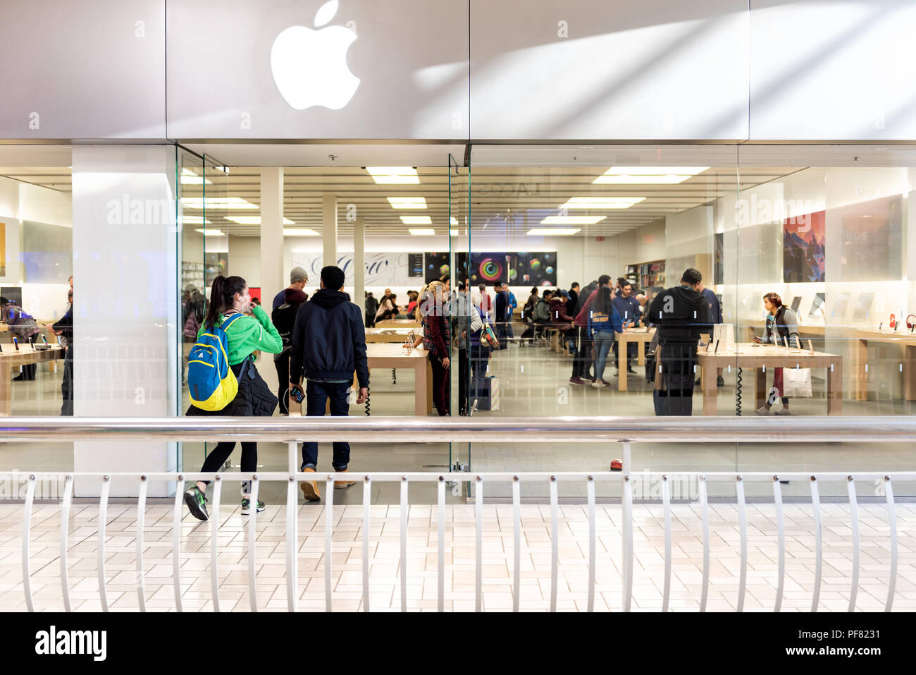 Mac Storefront Stock Photos Mac Storefront Stock Images Alamy