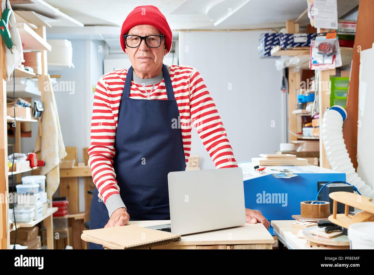 Senior craftsman in workshop - Stock Image