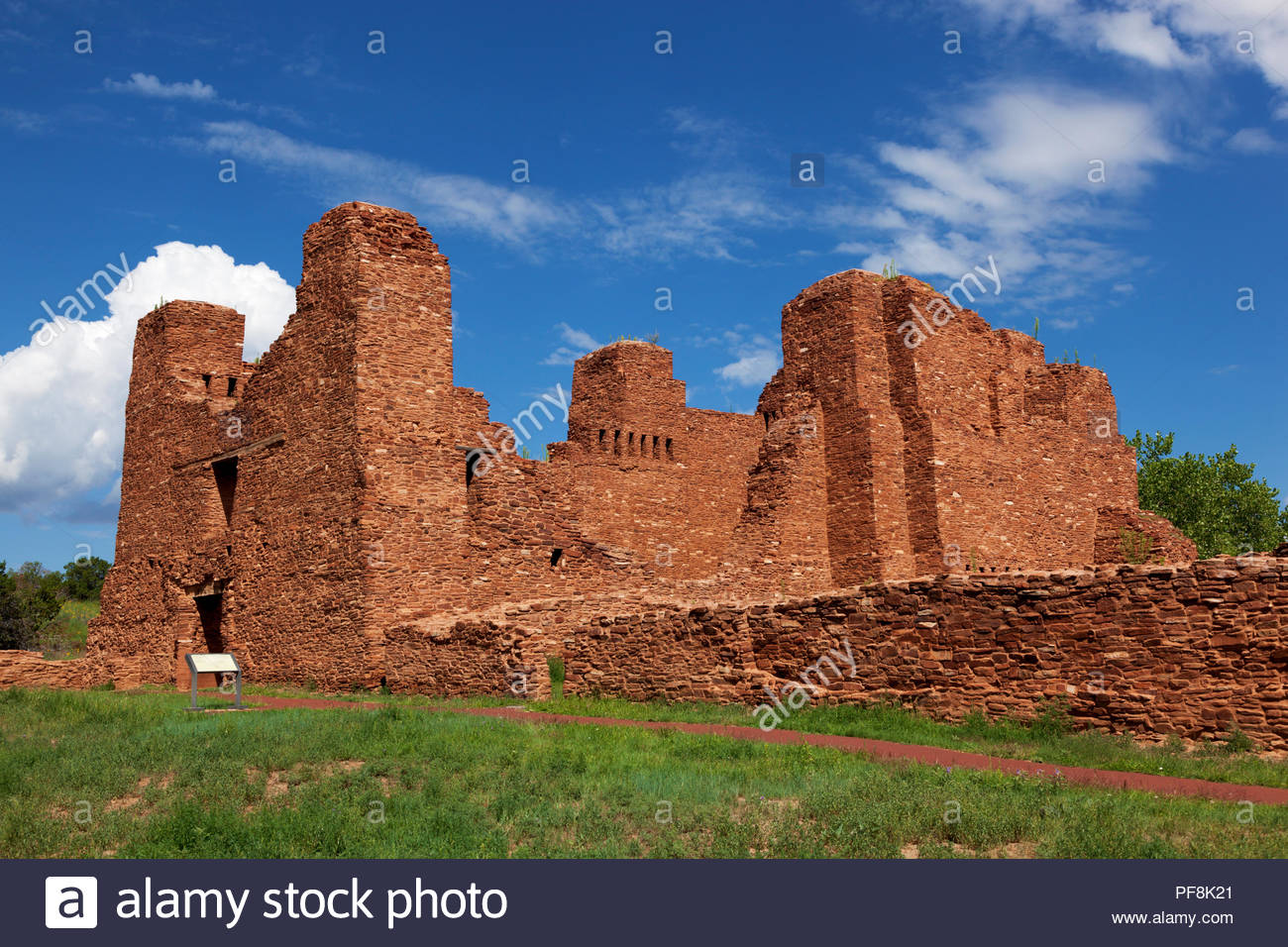 nuestra-senora-de-la-purisima-concepcion-de-quarai-also-cuarac-quarai-ruins-salinas-pueblo-missions-national-monument-church-in-new-mexico-PF8K21.jpg