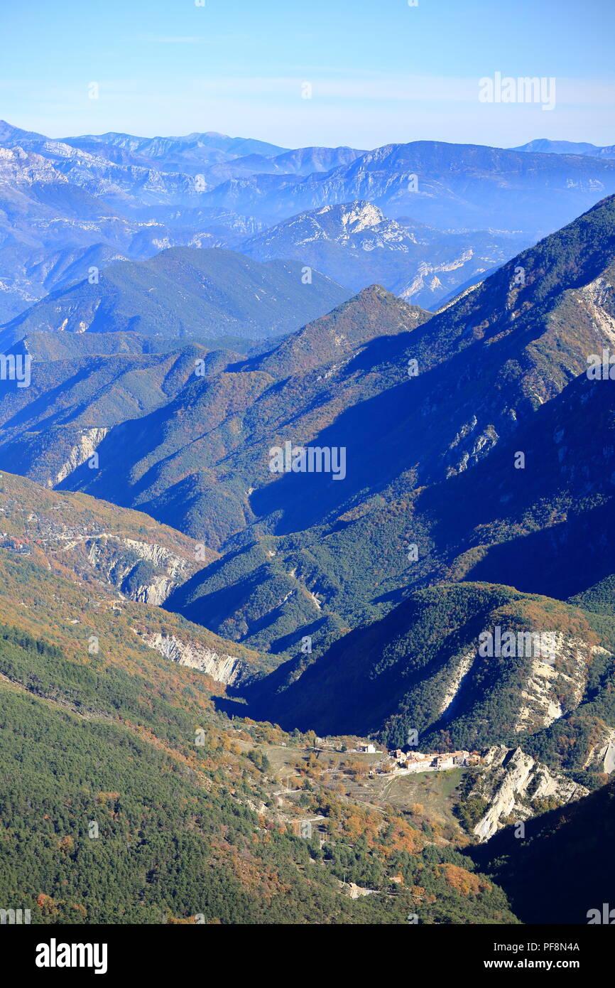 Vallee de l'Esteron, Vue depuis le Mont Arpille, Arriere pays Grassois, Prealpes d'azur, Alpes Maritimes, 06, PACA, France Stock Photo