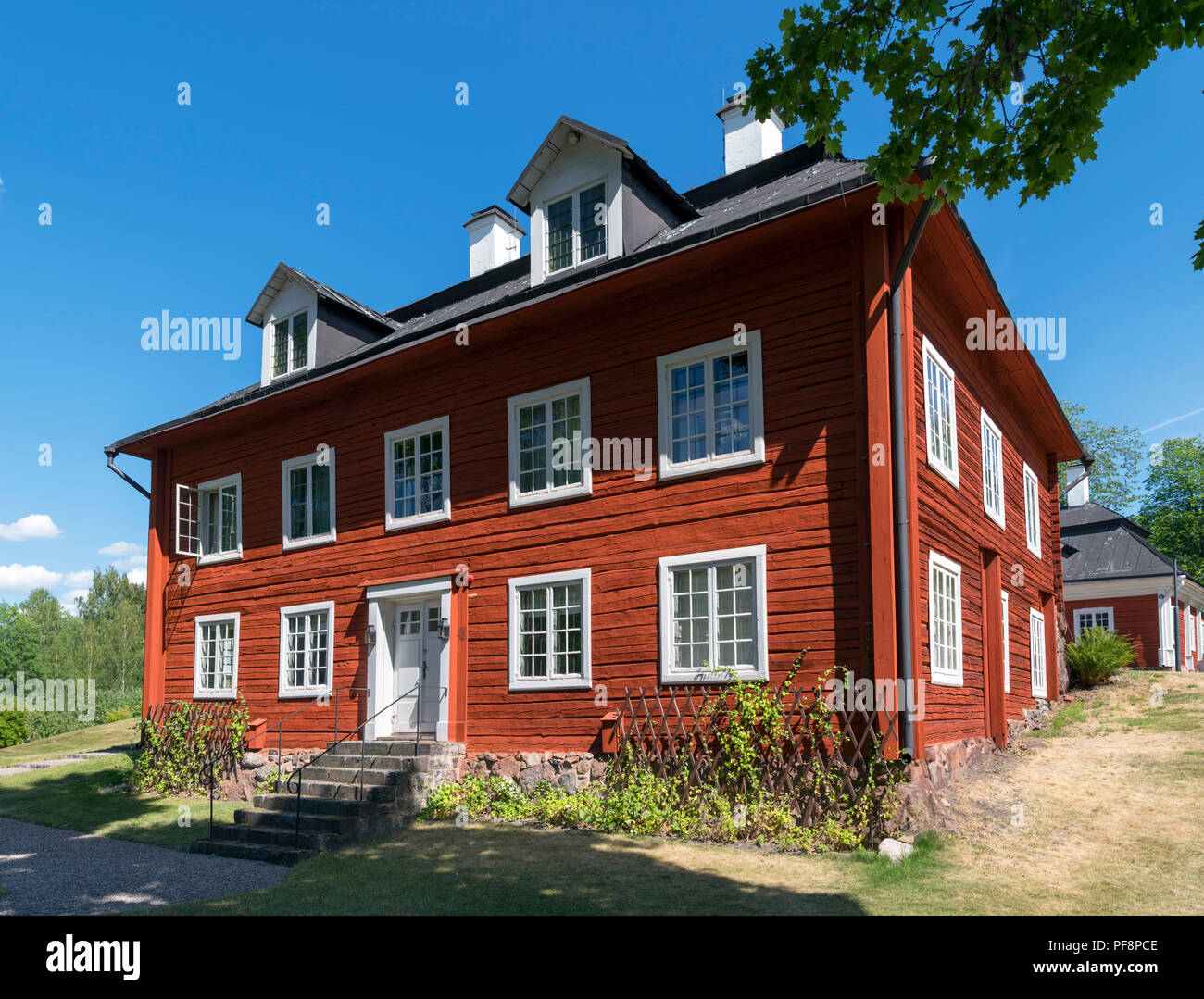 Traditional red house, Sweden. The late 18thC West Wing of the Manor House, Engelsbergs Bruk (Engelsberg Ironworks), Ängelsberg, Västmanland, Sweden - Stock Image