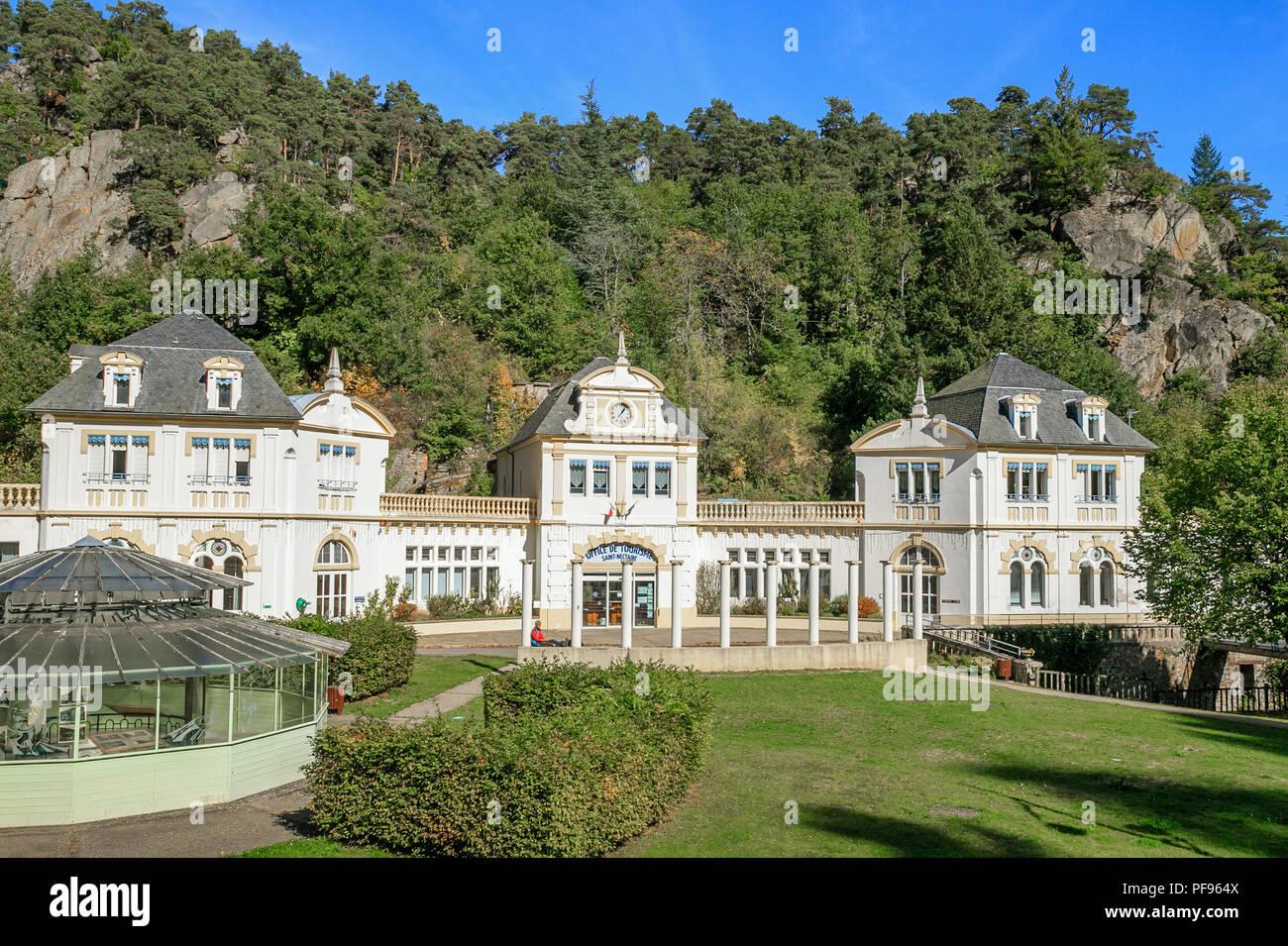 France, Puy de Dome, Volcans Auvergne Regional Natural Park, Massif du Sancy, Monts Dore, Saint Nectaire, the former Big Thermal baths present tourist - Stock Image