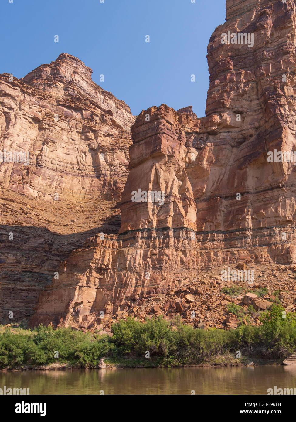 Cliffs along the river, upper Desolation Canyon north of Green River, Utah. - Stock Image