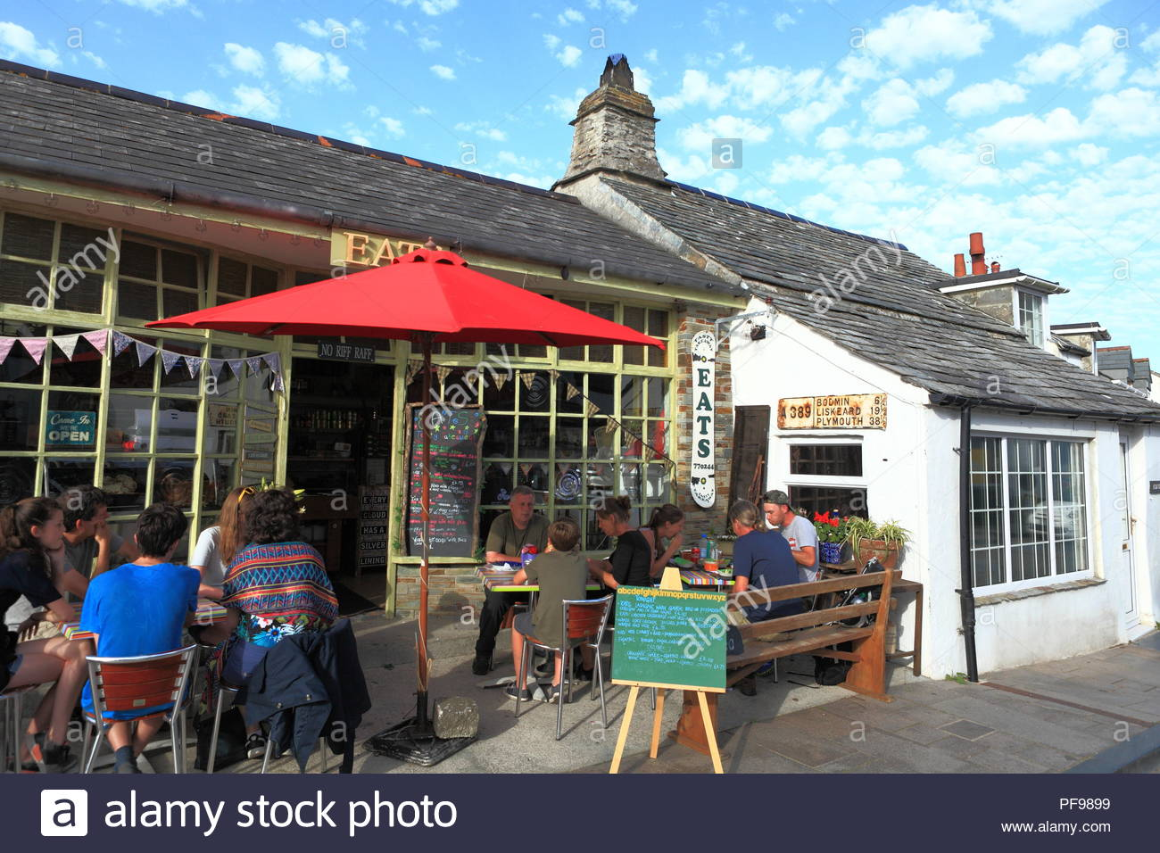 """Early Evening Alfresco Dining at the """"Eats"""" restaurant during holiday season at Tintagel, North Cornwall UK. Summer August 2018 Stock Photo"""
