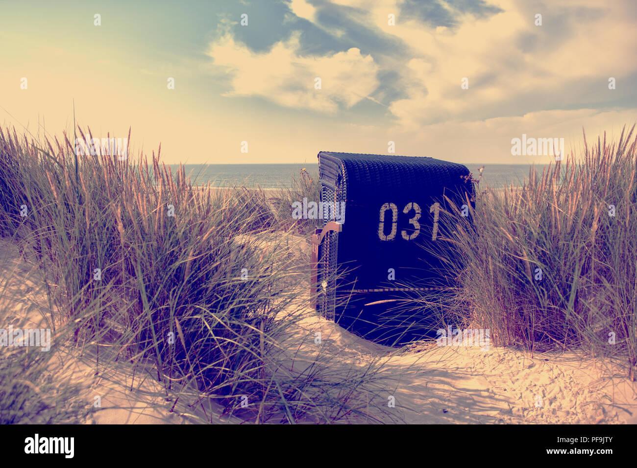 Europa Germany Ostfriesland Nordsee Strand Dünen Strandkörbe Instagram Style - Stock Image