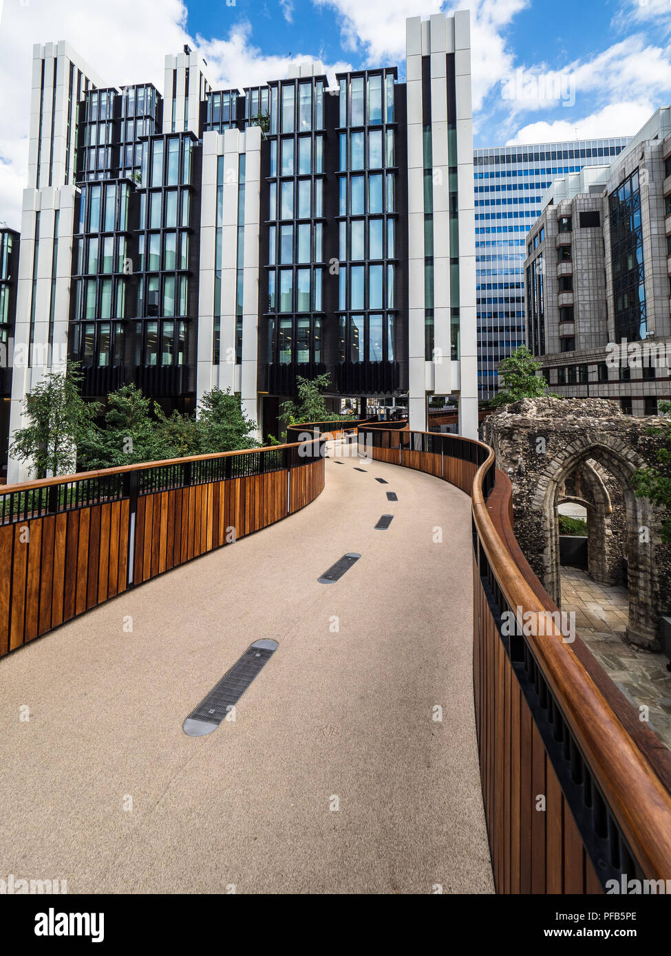 London Walkways - St Alphege's Highwalk Bassishaw Highwalk City of London part of the London Wall Place redevelopment Make Architects Ken Shuttleworth - Stock Image