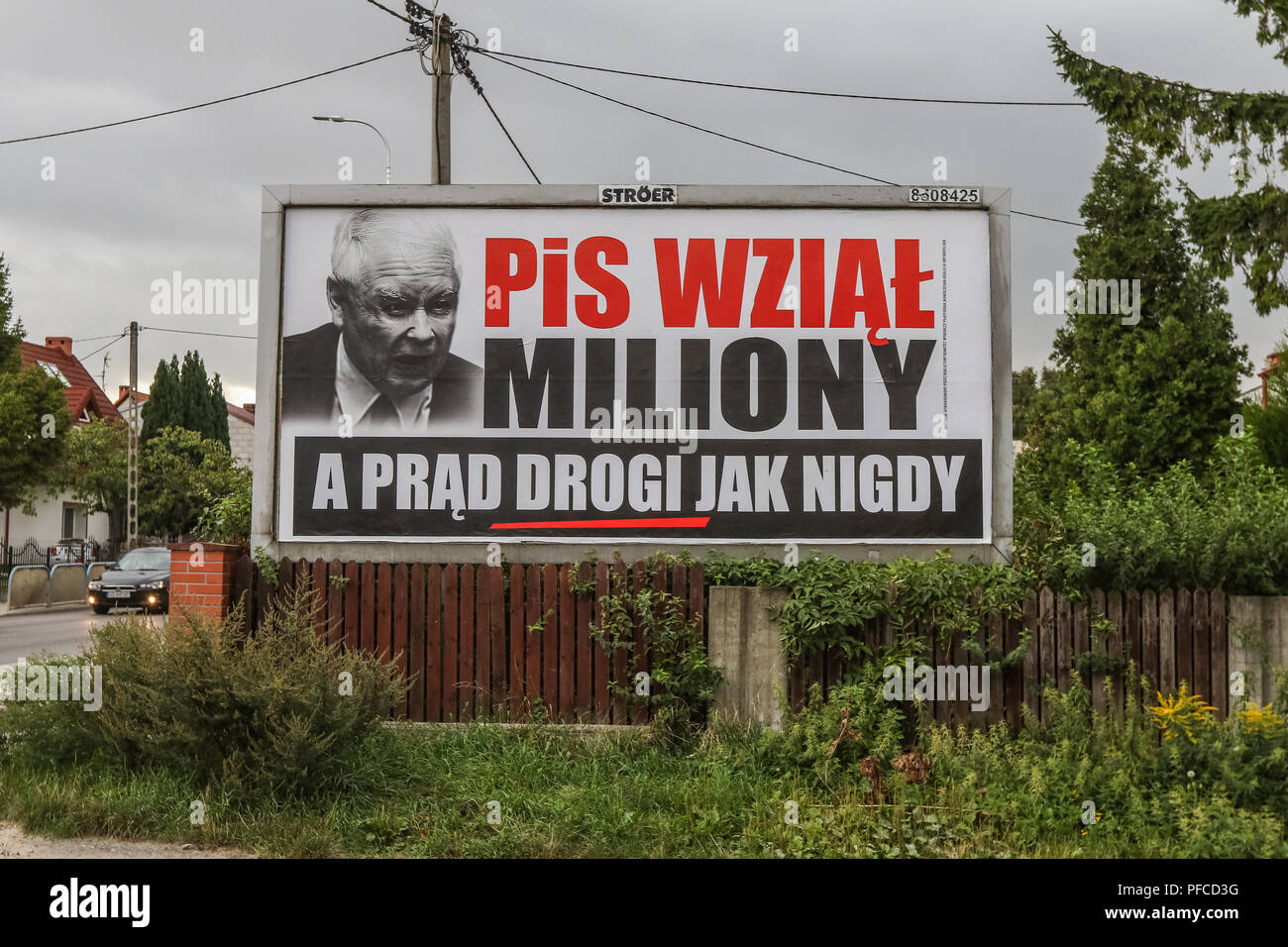 Gdansk, Poland 20th Aug. 2018 Billboard with Jaroslaw Kaczynski face and slogan ' PiS (Law and Justice) took millions, and electricity is expensive as never before ' is seen. Posters financed by the opposition parties displayed across the country refer to giant financial benefits of people connected with the government. Local elections in Poland are scheduled for October 21st. 2018 © Vadim Pacajev / Alamy Live News - Stock Image