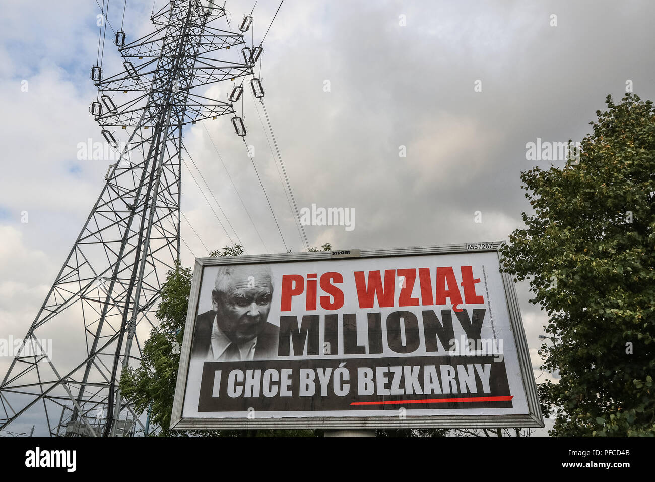 Gdansk, Poland 20th Aug. 2018 Billboard with Jaroslaw Kaczynski face and slogan ' PiS (Law and Justice) took millions, and want to be unpunished ' is seen. Posters financed by the opposition parties displayed across the country refer to giant financial benefits of people connected with the government. Local elections in Poland are scheduled for October 21st. 2018 © Vadim Pacajev / Alamy Live News - Stock Image