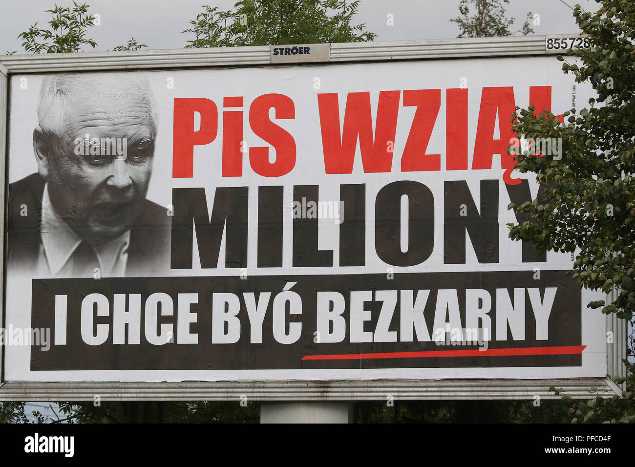 "Gdansk, Poland 20th Aug. 2018 Billboard with Jaroslaw Kaczynski face and slogan "" PiS (Law and Justice) took millions, and want to be unpunished "" is seen. Posters financed by the opposition parties displayed across the country refer to giant financial benefits of people connected with the government. Local elections in Poland are scheduled for October 21st. 2018 © Vadim Pacajev / Alamy Live News Stock Photo"
