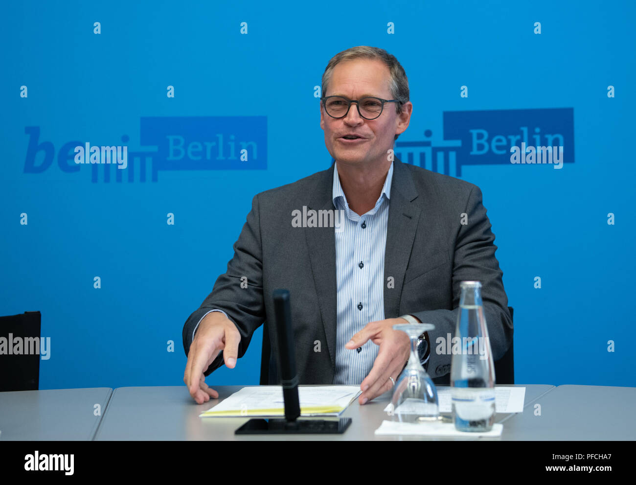 Berlin, Germany. 21st Aug, 2018. Michael Müller (SPD), Governing Mayor of Berlin, addresses journalists after the Senate meeting. Credit: Paul Zinken/dpa/Alamy Live News - Stock Image