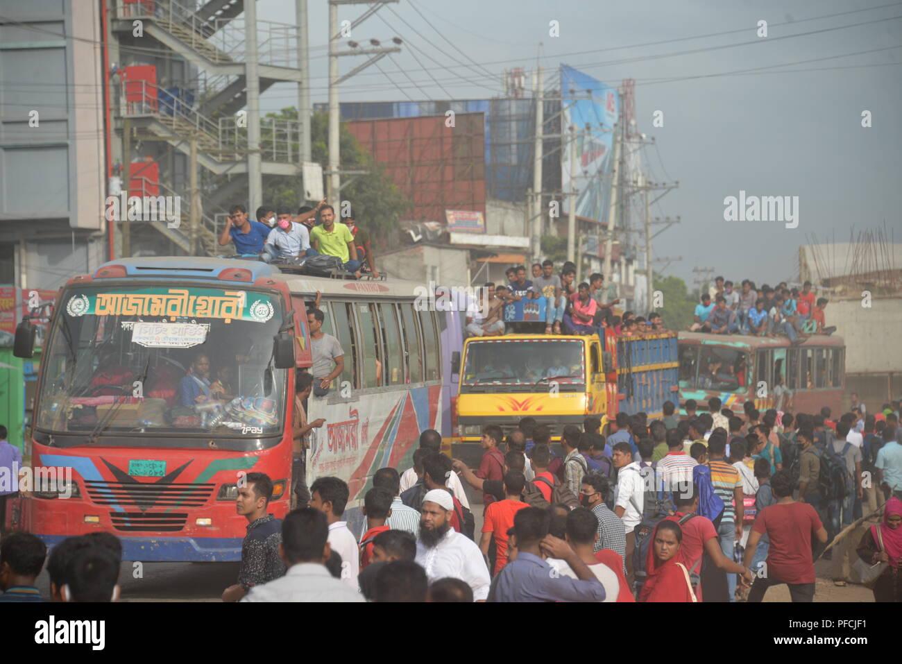 Dhaka. 21st Aug, 2018. Homebound travelers travel on buses and trucks in Dhaka, Bangladesh, on Aug. 20, 2018, during the Eid al-Adha festival. Credit: Xinhua/Alamy Live News - Stock Image