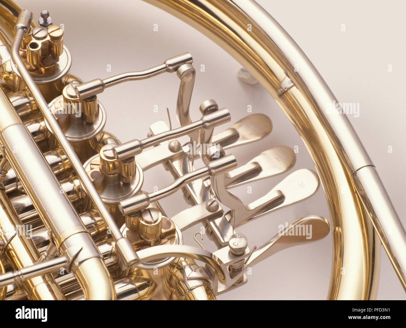 """12 Gold Tone Metal Musical FRENCH HORN BUTTONS Shank End 5//8/"""""""