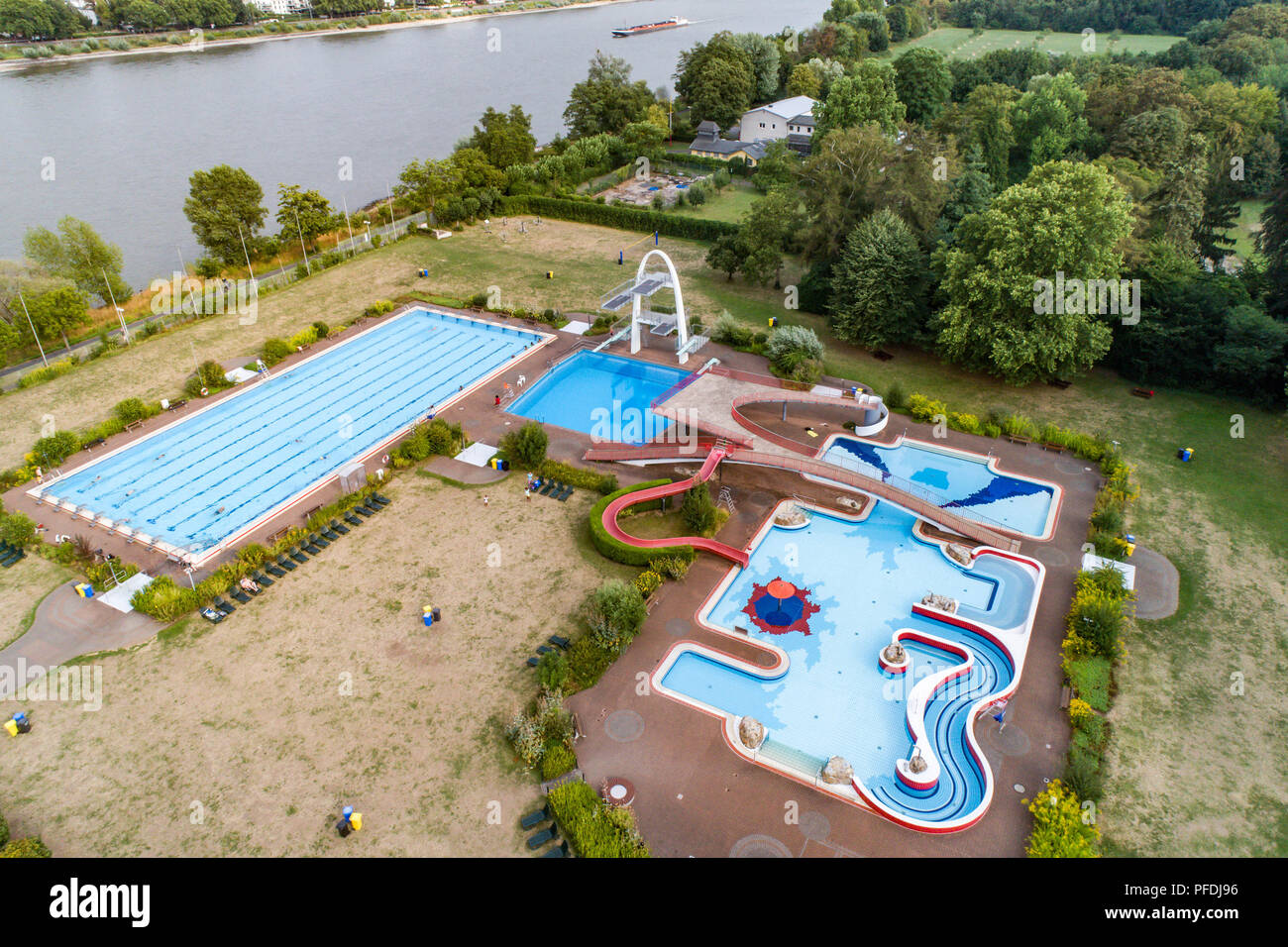 swimming pool aerial view stock photos swimming pool aerial view stock images alamy. Black Bedroom Furniture Sets. Home Design Ideas